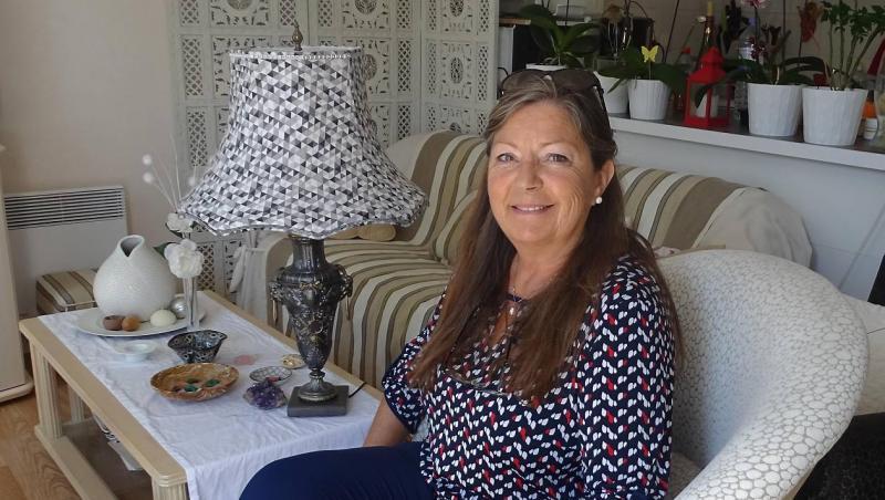 Ouest France : Annie offre un supplément d'âme aux vieux meubles
